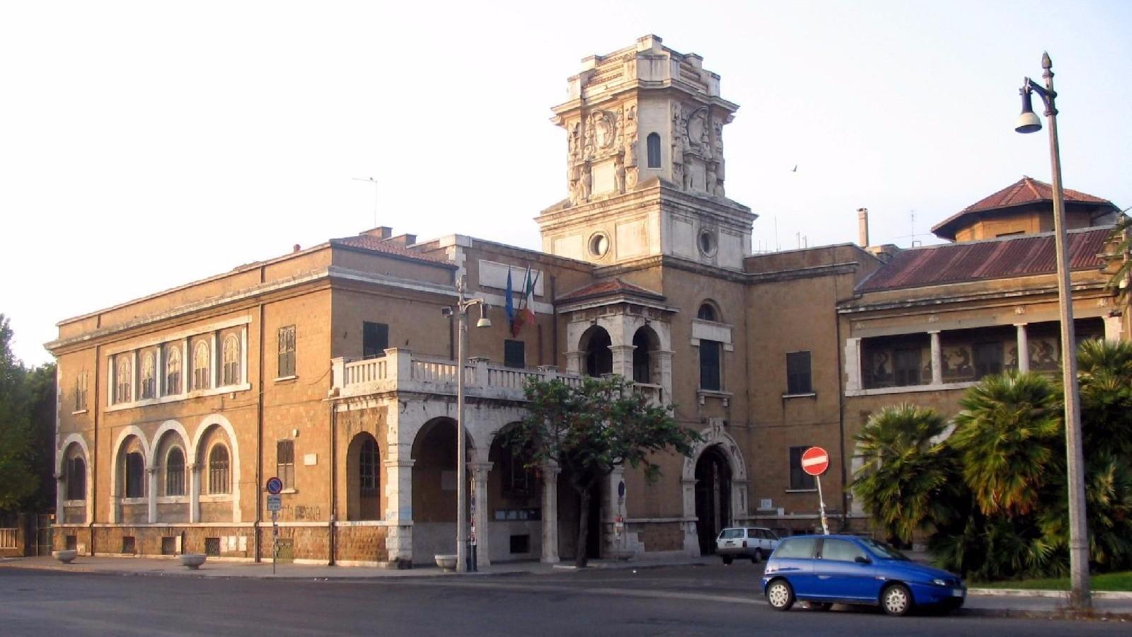 Roma, 21enne investito da un'auto a Ostia: è grave