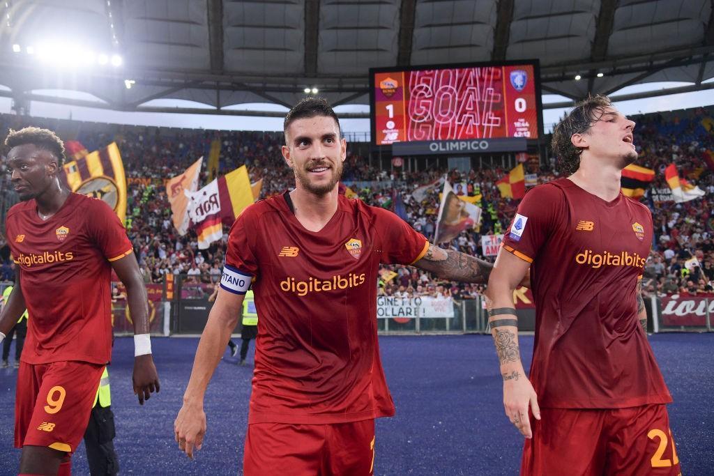 Lorenzo Pellegrini con Zaniolo e Abraham dopo il gol del vantaggio