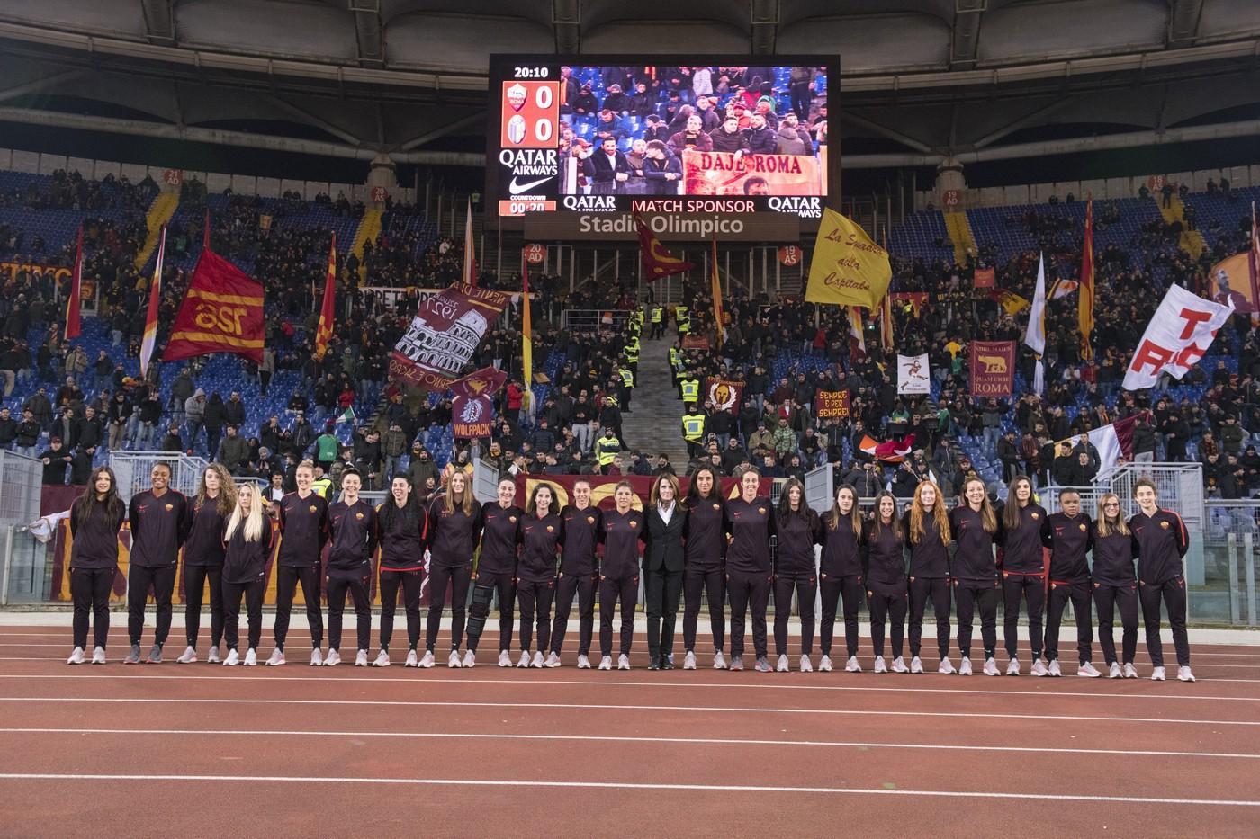 Foto Roma Bologna La Squadra Femminile Sotto La Curva Sud