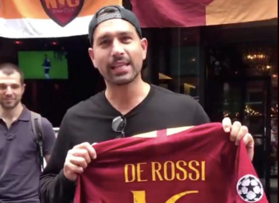VIDEO - Borriello saluta De Rossi al Roma Club New York: