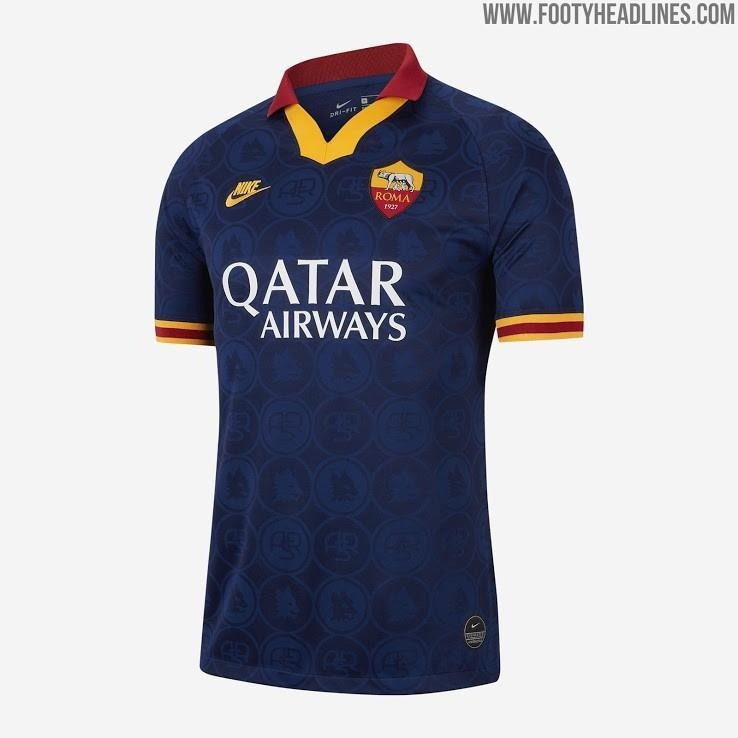 FOTO - Roma, la terza maglia: lo stemma, i pantaloncini e altri ...