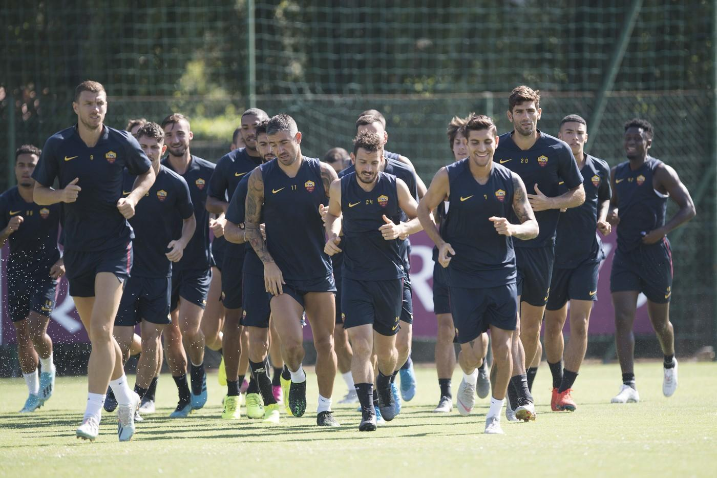Trigoria, rifinitura in vista del match di Europa League. Lavoro individuale per Smalling©LaPresse