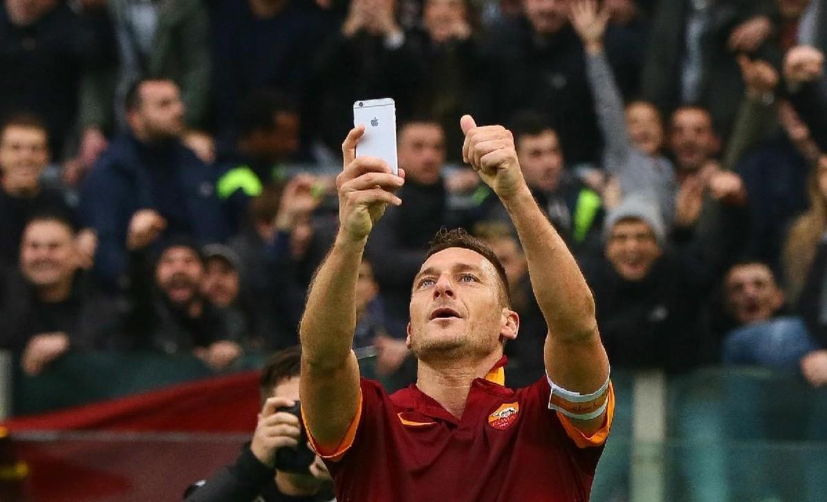 VIDEO - 5 anni fa il selfie sotto alla Sud: Totti posta le immagini del gol