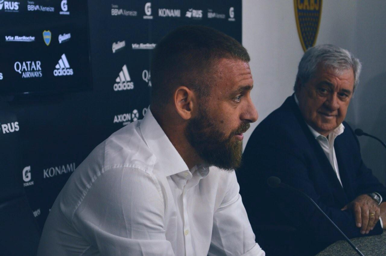Daniele De Rossi in conferenza stampa al Boca Juniors