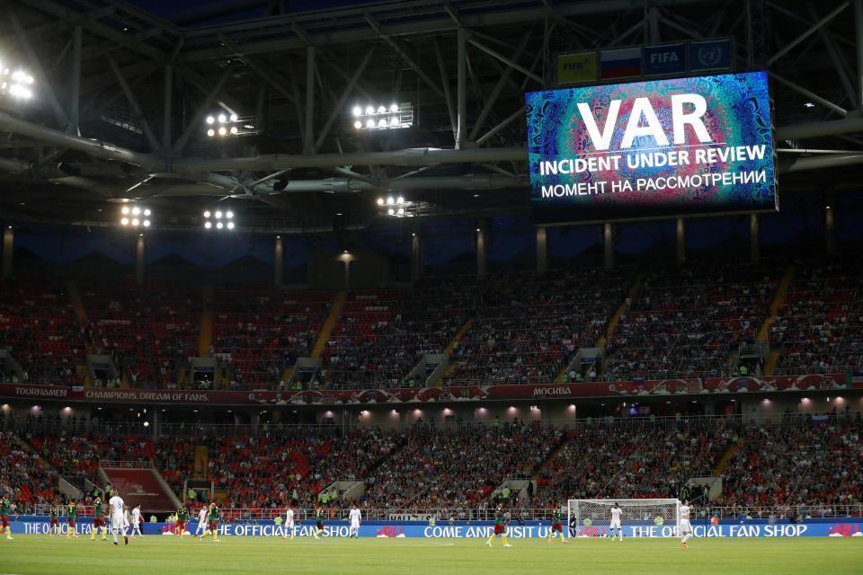 3167f72a1af1 Inter-Verona, black out momentaneo della Var a San Siro durante il primo  tempo