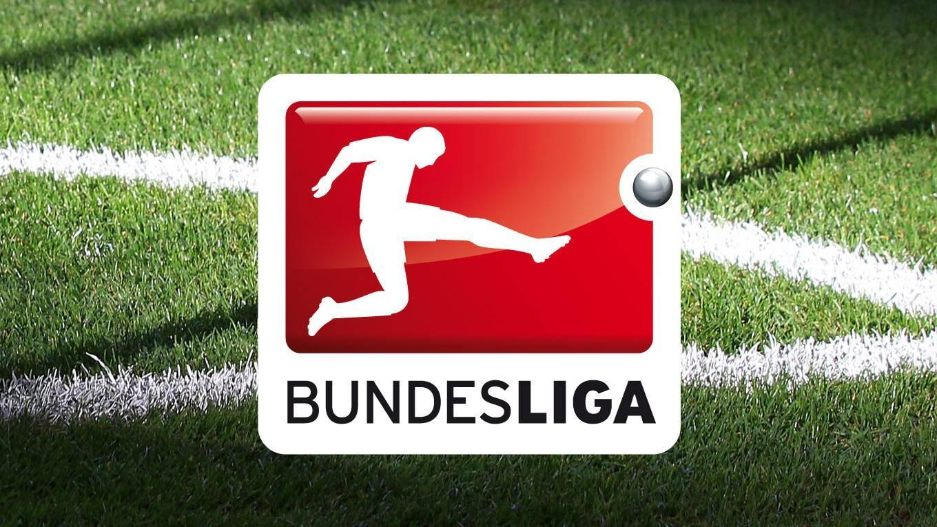 FOTO - Riparte la Bundesliga: in panchina distanziati e con la mascherina