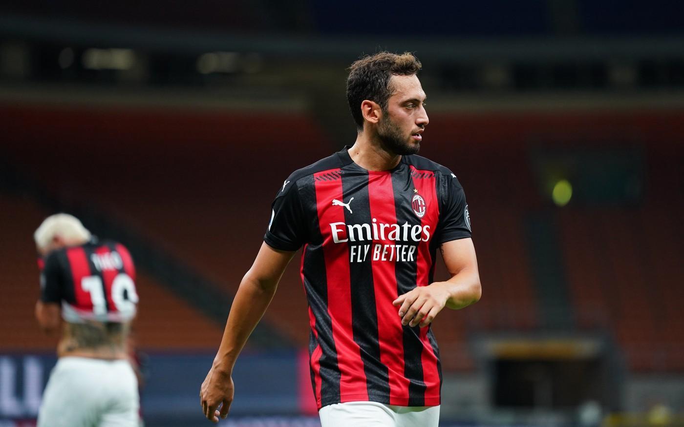 Milan, infortunio per Calhanoglu: a rischio la partita contro la Roma