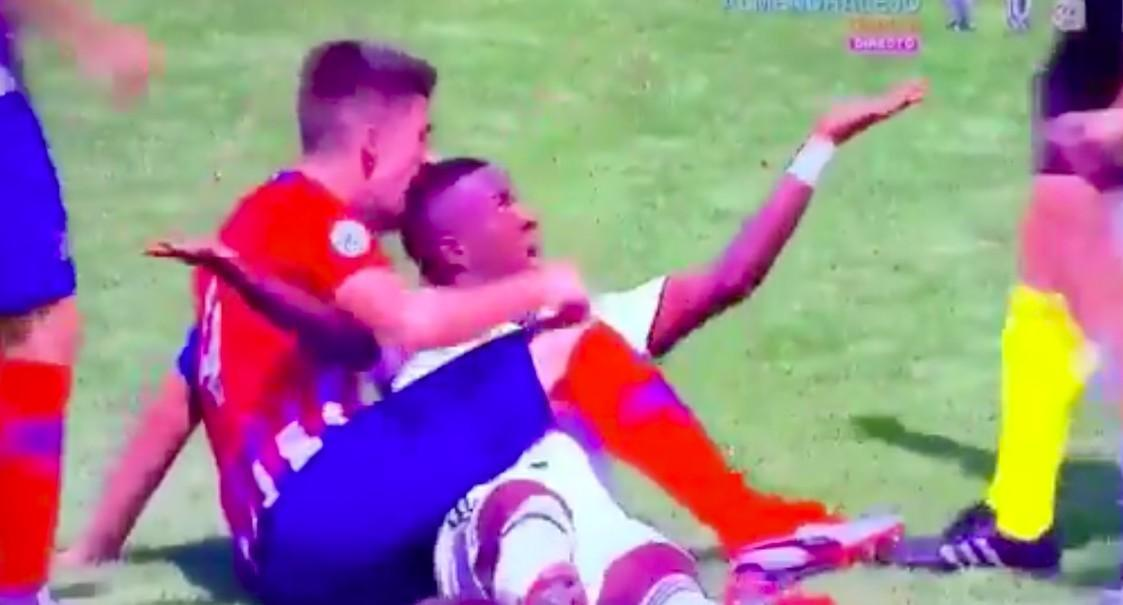 VIDEO - Follia nel derby Real-Atletico: Vinicius morso in testa da Tachi