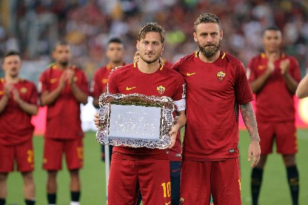 Totti nella Hall of Fame: cerimonia nel prepartita di Roma-Real Madrid