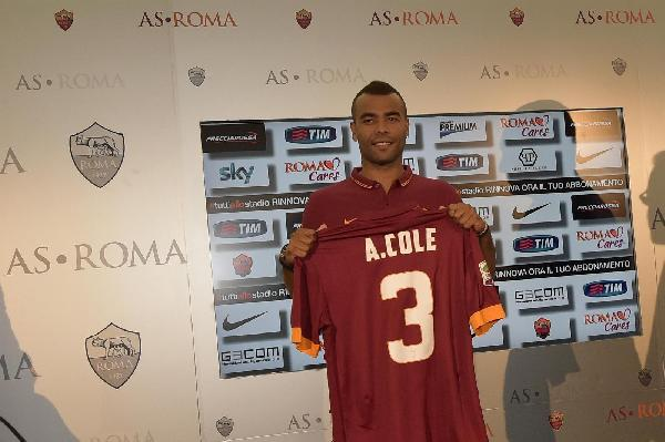 Ashley Cole si ritira: