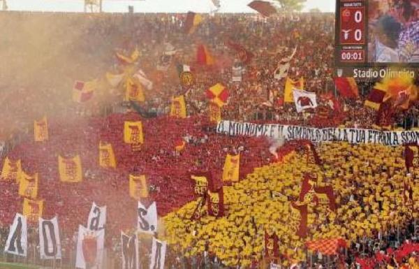 Roma-Lazio: in 60.000 all'Olimpico. Coreografia in Curva Sud
