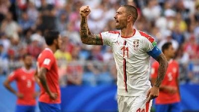 VIDEO - Kolarov, 90 minuti da capitano e assist al bacio in Serbia-Montenegro