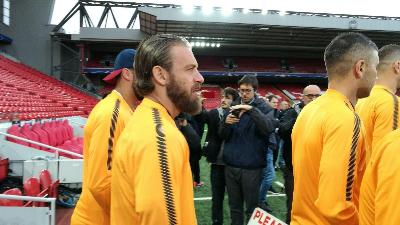 VIDEO - Liverpool-Roma: i giallorossi in campo ad Anfield
