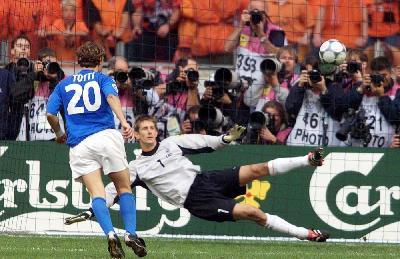 Quel folle e vincente rigore di Totti in Olanda