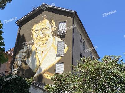 GALLERY - Inaugurato il murale di Alberto Sordi nel quartiere Garbatella
